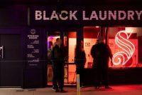 ニュージーランドのビール会社、ラグビーW杯中に服を黒く染めるプロモーション展開