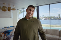 ビールブランドによる契約ゴルファーを活用したコロナ救済支援活動